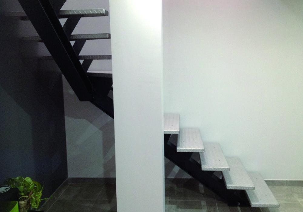 Escalier moderne acier et inox